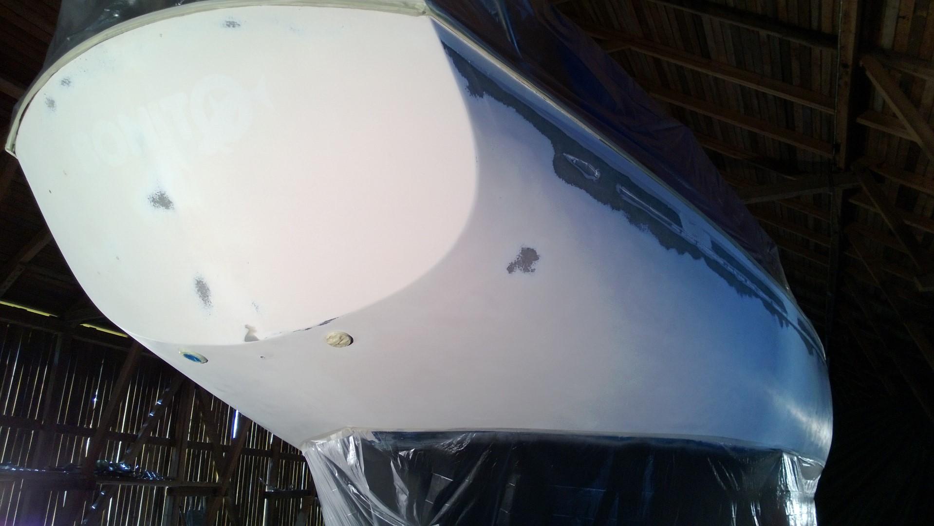 Rautakaupasta saa 110 cm korkeaa muoviverhoa, jossa on kätevästi maalarinteippi reunassa.