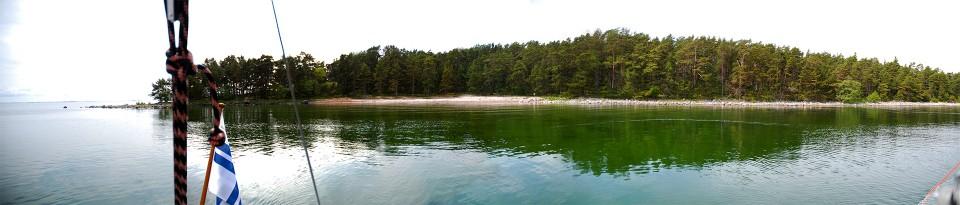 Panoraama Sandskärin lahdesta. Vettä yli 6 metriä ja pohja näkyy.