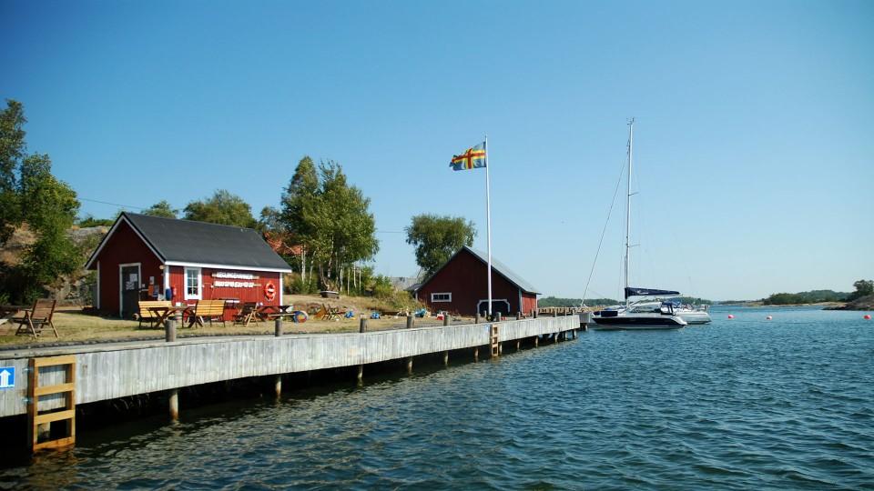 Seglingen suojaisassa satamassa on tilaa 30 veneelle.