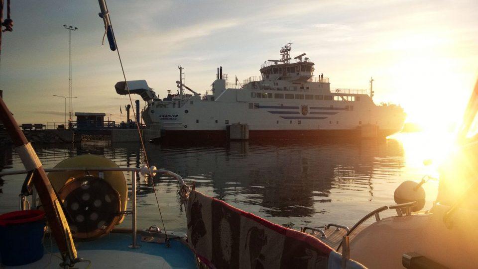 Degerbyssä vietettiin huoltopäivää; pestiin pyykkiä ja tehtiin sähköhommia veneellä.